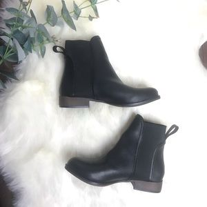 🛍 NWOT Chase + Chloe Black boots Booties Size 5.5